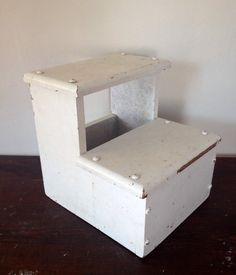 Antique White Chippy Wood Bed Step Stool