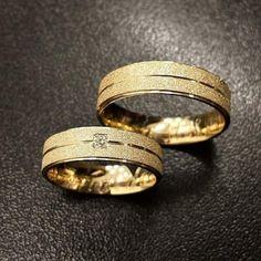 Par de Alianças de Casamento de Ouro 18k com Diamante I G-0007