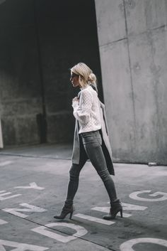 SUBTLE | Happily Grey. White guipur blouse+grey skinny jeans+grey ankle boots+light grey coat+sunglasses. Fall Outfit 2016