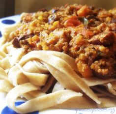 Best bolognese ever. Quirky Cooking: Bolognese Sauce in the Thermomix Avocado Recipes, Healthy Recipes, Radish Recipes, Savoury Recipes, Delicious Recipes, Filet Mignon Chorizo, My Favorite Food, Favorite Recipes, Sauce Bolognaise