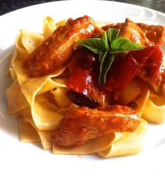 Chicken with Pappardelle, Peppers and Olives