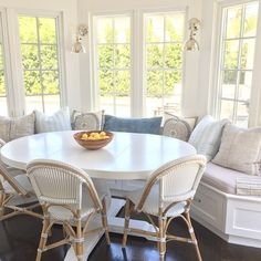 Breakfast Nook with White Table. Breakfast nook white table and Serena and Lily French Bistro Chairs in Fog. Kitchen Table Chairs, Kitchen Nook, Table Bench, Kitchen Ideas, Kitchen Seating, Design Kitchen, Bench Seat, Wood Chairs, Table Stools