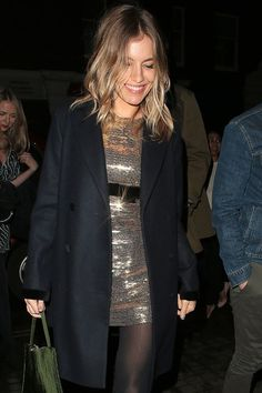Stepping out last night with Noel Gallagher, Sienna Miller wore her gold Burberry minidress from the 2006 Met Gala, and we are so impressed. Sienna Miller, Fashion Night, Fashion Over, Fashion Ideas, Fashion Inspiration, Fashion Trends, Womens Clothing Stores, Clothes For Women, Gala Dresses