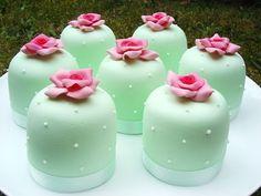mint mini cakes