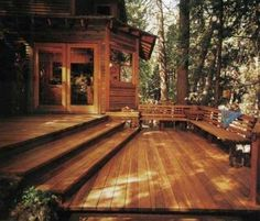 Love the wide stairs down to the deck...you don't see the rail from the house this way.