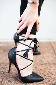 Mehr auf http://kiamisu.de - Schwarze geschürte Heels - Laced Heels - Black laced Heels - Just Fab - JustFab - Kiamisu - Modeblog aus Kassel