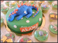 Preciosa torta con dinosaurio y cupcakes temáticos para el tierno Álamo. Gracias Milagros Cardenas por tu fidelidad y confianza!