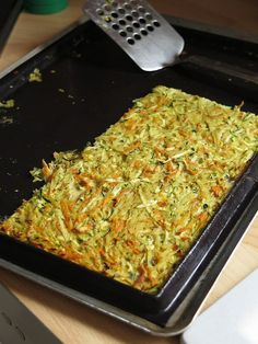 Baked vegetable patty (potato, zucchini and carrot) Easy Casserole Recipes, Fun Easy Recipes, Healthy Crockpot Recipes, Healthy Breakfast Recipes, Vegetarian Recipes, Sauteed Zucchini Recipes, Baked Vegetables, Vegetable Recipes, Food Inspiration