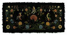 RARE AMERICAN YARN SEWN, SHIRRED AND CREWEL EMBROIDERED WOOL TABLE RUG. PROBABLY NEW ENGLAND, CIRCA 1800.