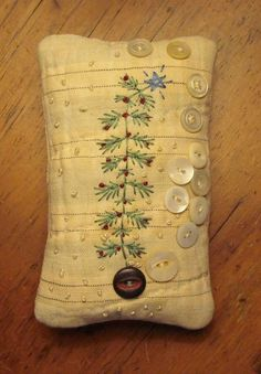 buttons and stitching for vintage looking pincushion Christmas Sewing, Christmas Embroidery, Primitive Christmas, Christmas Projects, Holiday Crafts, Christmas Tree, Primitive Embroidery, Primitive Stitchery, Primitive Crafts