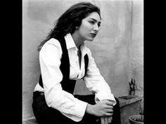 'Ay Maricruz' canta Estrella Morente a una judía del distrito judío de Sevilla, Barrio de Santa Cruz.