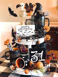 Halloween Geist, Fröhliches Halloween, Halloween Displays, Halloween Home Decor, Holidays Halloween, Halloween Pumpkins, Halloween Decorations, Halloween Table Centerpieces, Halloween Table Settings