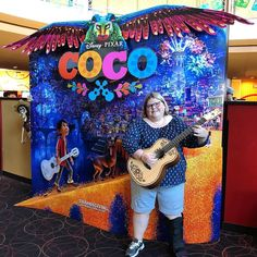 @PixarCoco is a GREAT film. Fun music culture la familia... muy bueno! Thank you @DisneyParks Blog! #PixarCoco