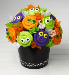 Halloween Eyeball Cupcake Bouquet See Vanessa Craft Halloween Eyeball Cupcake Bouquet See Vanessa Craft Betty Mcdonald Cupcake with eyes Hello This is Sharon from Crafts nbsp hellip Halloween Pretzels, Halloween Eyeballs, Halloween Desserts, Halloween Cupcakes, Holidays Halloween, Halloween Crafts, Happy Halloween, Halloween Party, Halloween Foods