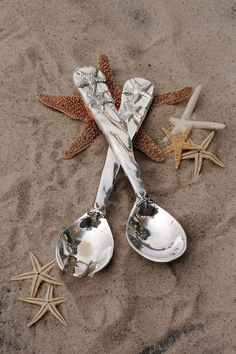 One look at these exquisite OCEAN Starfish Salad Servers, and you'll be transported to a windswept beach.  Tipped with artfully sculpted shellfish, the pair can be mixed and matched with bowls from our OCEAN, VENTO, and ORGANIC PEARL Collections for a stunning set. Made of an FDA safe, easy-care, oven and freezer friendly aluminum alloy. 11 x 2 1/2 x 3/4   Of heirloom quality, BEATRIZ BALL handmade aluminum metalware will not tarnish or lose its shine. It can be used with confidence to heat…