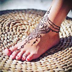 20 of the Prettiest Feet Mehendi Designs of All Time! 20 of the Prettiest Feet Mehendi Designs of All Time!,Foot tattoos Delicate Mehendi design idea for minimal brides Related posts:Beautiful. Henna Tattoo Hand, Henna Tattoo Designs, Henna Pie, Henna Tattoo Muster, Henna Designs Feet, Tattoo Ideas, Cute Henna Designs, Henna Body Art, Tattoo Thigh