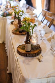 Vintage Wedding: DIY Upcycling Ideas for . Vintage Hochzeit: DIY Upcycling Ideen f… Vintage Wedding: DIY upcycling ideas for a stunning decoration# Rustic Wedding Centerpieces, Diy Centerpieces, Wedding Table Centerpieces, Wedding Decorations, Centerpiece Flowers, Church Decorations, Table Flowers, Decor Wedding, Beer Decorations