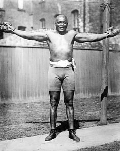 Jack Johnson on the run - Boxing News Jack Johnson Boxer, Boxing Images, Michael Jordan Pictures, Professional Boxing, Boxing History, Boxing Champions, Black Actors, Black History Facts, Sports Figures