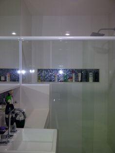 banheiro apartamento laranjeiras - projeto Margareth Salles Bathtub, Bathroom, Condo Bathroom, Bathroom Small, Architecture, Orange Trees, Toilets, Log Projects, Standing Bath