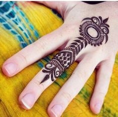simple hand henna tattoo allowing beginner tattoo could also work for beginner tattoo