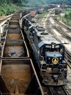 Three units led by GP38s 4819 and 3836 run around their train of empty hoppers in Grafton, WV having just brought them in from Baltimore,