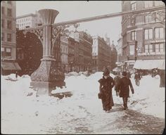Blizzard of 1899 Union Square. Photo from the Museum of the City of New York.