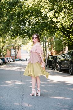 pretty flowy dresses for women with white sandals for summer outfit inspiration