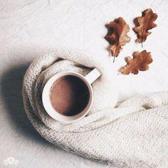 Бодрящий напиток — Кофе Вы никогда не задумывались с чего у вас начинается утро? Какие первые мысли возникают после сложного пробуждения и тягостного открытия глаз? А я вот задумалась и поняла, что первые мои мысли о будущей выпитой чашке кофе. Конечно же, у каждого свой подход к «воскрешению» по утрам, но для меня самым идеальным будет именно этот бодрящий напиток. А как вы просыпаетесь по утрам? .