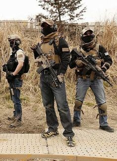 Looking for the neighborhood criminals Tactical Life, Tactical Gear, Tactical Operator, Military Special Forces, Airsoft Gear, Combat Gear, Tac Gear, Special Ops, Military Police