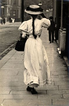 London Street Style 100 Years Ago | Hint Fashion Magazine