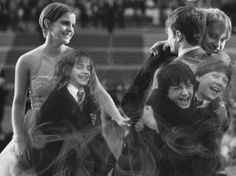 Golden Trio Through The Years Golden Trio Evolution Harry Potter Hermione Granger Ron Weasley Harry Potter World, Harry Potter Tumblr, Estilo Harry Potter, Mundo Harry Potter, Harry Potter Cast, Harry Potter Memes, Potter Facts, Harry Potter Friends, Harry Potter Nail Art