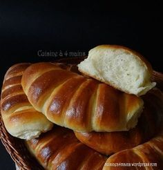 Brioche with very light yoghurt! Cooking Bread, Cooking Recipes, Cooking Pasta, Levain Bakery, Arabic Food, Arabic Sweets, Croissants, Köstliche Desserts, International Recipes