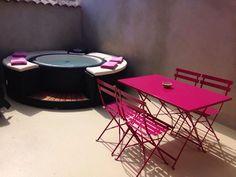 Designová vířivka #Softub na terase. Nebojte se barevných doplňků. Více na: www.softub-spa.cz #vířivky #vířivka #vířivébazény
