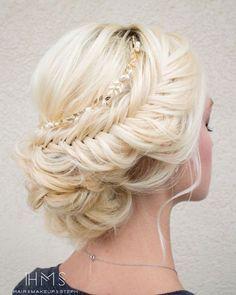 Increíbles peinados recogidos para Quinceañera