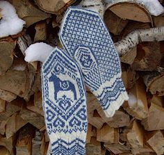 Blue & White Hand-knitted Mittens for Winter . Knitted Mittens Pattern, Knit Mittens, Mitten Gloves, Knitting Socks, Knitting Patterns, Crochet Patterns, Arne And Carlos, Horse Pattern, Fair Isle Knitting