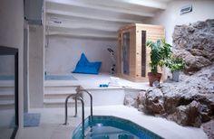 Spa Masía Can Pascol Turismo Rural. 50m2. con piscina climatizada con cromoterápia, jacuzzi y chorro escocés. Sauna de infrarojos, ducha sensación lluvia con terme¡ostato fijo , bicicleta estática y tabla de inversión.
