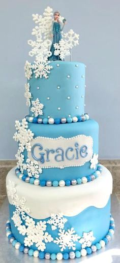 Birthday Themes For Girs Disney Frozen Cake Ideas Torte Frozen, Bolo Frozen, Frozen Theme Cake, Disney Frozen Cake, Frozen Birthday Cake, Disney Cakes, Frozen Movie, 4th Birthday, Pretty Cakes