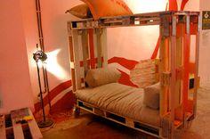 8 idées de lit superposés faits entièrement avec des palettes5