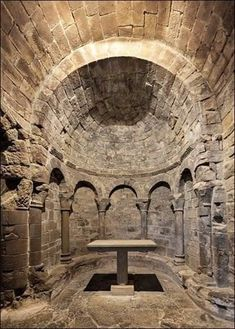 Abside interior of the église du monastere de San Juan de la Peña (Huesca) Architecture Romane, Romanesque Architecture, Church Architecture, Classical Architecture, Ancient Architecture, Beautiful Architecture, Pre Romanesque, Architecture Religieuse, Roman Church