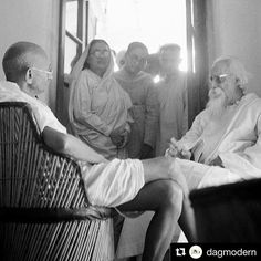 Happy Gandhi Jayanti! #Repost @dagmodern  #GandhiJayanti #GandhiAtSantiniketan Photo Credit: Kanu Gandhi Tagore and Gandhi met for the first time on 6 March 1915 at Shantiniketan. Being Gandhi Jayanti today we look at some photographs from this momentous day in India's Art history. Kaka Kalelkar a close associate of Gandhiji describes this meeting thus: All the teachers including me were consumed with a great desire to see how these two sons of Bharat-Mata would conduct themselves at the…
