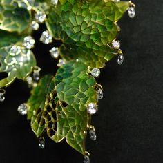 ジュエリー ジュエリー in 2020 Unusual Jewelry, Simple Jewelry, Cute Jewelry, Jewelry Art, Jewelry Accessories, Jewelry Design, Disney Couture Jewelry, Jewelry Illustration, Art Nouveau Jewelry