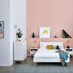 @flatpackology #homeinspo #furniture #homeinterior #bedroominspo #pinkwall #living #heminredning #möbler #hemma #rosaväggar #heminteriör #sovrumsinspo #lillyyellow #flatpackology #inspiration