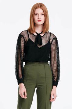 c6f3681e37f Черная кружевная блузка с бантом фото 1 — интернет-магазин MustHave