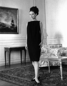 The actress Audrey Hepburn photographed by Pierluigi Praturlon in her suite at the Hotel Hassler (on the Piazza Trinità dei Monti) in Rome (...