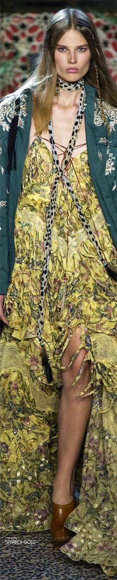 95 Best Roberto cavalli resort 2017 images | Desfile de moda