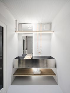 Image 11 of 31 from gallery of Brolettouno Apartment / Archiplanstudio. Photograph by Davide Galli