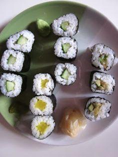Frisches Sushi mit Gemüse - besonders im Sommer ein beliebtes Abendmahl.