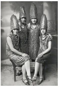 History In Pictures‏ @historyepics      1920s: The Pickle Sisters