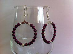 boucles d'oreilles en acier chirurgical , créoles avec perles nacrées de couleur prune : Boucles d'oreille par nessymatriochka