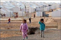 """Vor der Londoner Geberkonferenz für Syrien hat die Hilfsorganisation Oxfam eine Verdopplung der Hilfszahlungen zur Bewältigung der Syrienkrise gefordert. Die bislang zur Verfügung gestellten Mittel reichten """"bei weitem nicht aus, um der wachsenden Not in Syrien und auch in Nachbarstaaten wie Libanon und Jordanien zu begegnen"""", erklärte Oxfam am Montag. Die Hauptlast der Krise werde von ärmeren Ländern geschultert."""